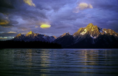 Grand Teton Sunrise (woodchuckiam) Tags: sunrise mountainsunrise grandtetonsunrise grandtetonnationalpark wyoming jacksonlake grandtetons mountmoran mountain mountains lake ripples water colorfulsky sky clouds peaks scenic landscape woodchuckiam