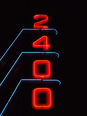2400 (Curtis Gregory Perry) Tags: blue light red signs canada luz sign azul night vancouver court licht rojo neon glow bc bright lumire britishcolumbia tube motel canadian ne retro signage blau vacancy luce muestra kingsway signe sinal  zeichen non segno   2400    teken    roht motell                   motelli motelis