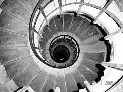 It's All Downhill From Here... (anita gt) Tags: paris france stairs sony arc triomphe cybershot francia arco sonycybershot escaleras triunfo parigi mywinners aplusphoto theperfectphotographer