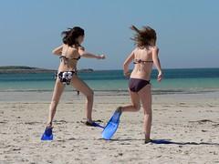 A l'eau ! (Magali Deval) Tags: ocean girls sea sun france beach interestingness sand brittany afternoon bretagne flipper breiz interestingness340 i500 penarbed explore8jun2006 aplusphoto twtmesh170817