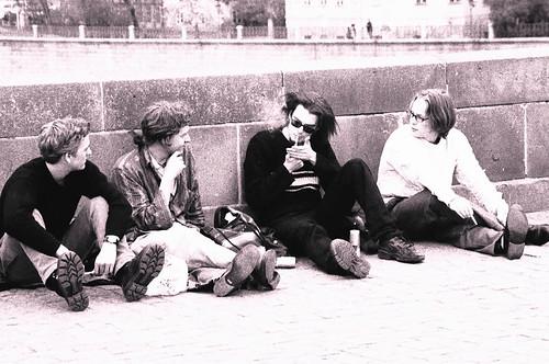 Jovens fumando