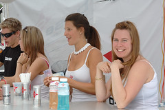 Models Working The Beverage Stand at F1 Grand Prix Canada Weekend (austinhk) Tags: street girls woman canada one 1 nikon montral d70 quebec nikond70 montreal watching models d70s working grand 2006 f1 crescent prix qubec babes formula nikkor f12006 austinhk austink formulaonegrandprixcanada