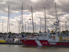 Coast Guard @ Islendingadagurinn (Paul Linton) Tags: coastguard canada winnipeg ship manitoba gimli canadiancoastguard icelandicfestival mantioba islendingadagurinn icelandicfestivalofmanitoba vatka