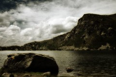 Appy Lake (cameralucida) Tags: cliff lake interestingness explore montain cameralucida interestingness8 i500 wwwcameralucidainfo abigfave