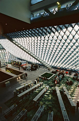 (Luke P. Woods) Tags: seattle film architecture interior 2006 remkoolhaas seattlepubliclibrary oma superia100 ultrawide nikonfe 20mmf28af bylukepwoods