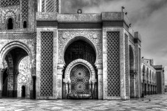 Casablanca BW (Rik Tiggelhoven Travel Photography) Tags: hassan ii mosque mosquée mosaic morocco marokko maroc canon casablanca africa afrika architecture details arch art building black blackandwhite bw white noir outdoor facade 6d fullframe ef1740mmf4lusm rik tiggelhoven travel photography monochrome