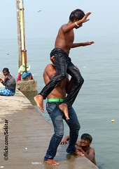 Around Haji Ali Bukhara Mausoleum, Mumbai (Sekitar) Tags: boy shirtless india male guy water fun jump ali mausoleum mumbai bukhara haji