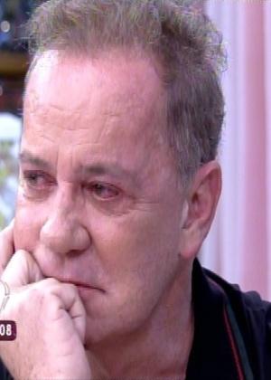 Luiz Fernando Guimarães chora após receber homenagem de Regina Casé