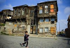 Un habitatge molt precari en un barri d'Istanbul (Turquia) . Maria (CGT Catalunya) Tags: en maria un molt precari turquia barri habitatge d'istanbul