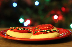 Day 16: Red Velvet (girlinpinkflipflops) Tags: christmas tree cookies scarlet plate redvelvet cy365