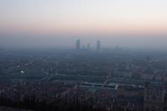 Levé du Soleil sur Lyon (Claude Schildknecht) Tags: europe france incity lastkahn levé lyon oxygène places péniche river saône soleil sunrise tour tower