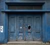 Diestsevest, Leuven (Ivan van Nek) Tags: leuven belgique belgië belgium vlaamsbrabant vlaanderen nikond3200 nikon d3200 diestsevest r23 doorsandwindows garage garagedoor garagedeur