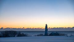 projecting (almostsummersky) Tags: horizon lighthouse portlandheadlight snowfall sunrise winter winterstorm dawn maine snow fortwilliamspark morning travel fortis sky park clouds capeelizabeth unitedstates us
