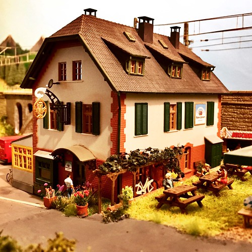 Riverside pub on Bahnland Bayern, HO scale model railway.