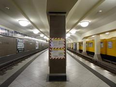 Berlin - U-Bahnhof Mehringdamm (IngolfBLN) Tags: berlin station kreuzberg germany underground subway deutschland metro ubahnhof ubahn pnv mehringdamm bvg u7 u6