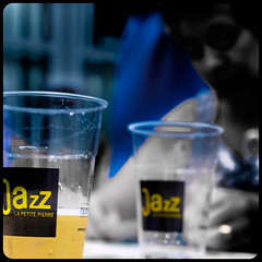 Bluesy (Clydomatic) Tags: jaune jazz blues bleu tristesse verre mélancolie