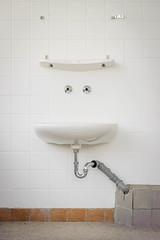 20140502-FD-flickr-0092.jpg (esbol) Tags: bad badewanne sink waschbecken bathtub dusche shower toilette toilet bathroom kloset keramik ceramics pissoir kloschüssel urinals