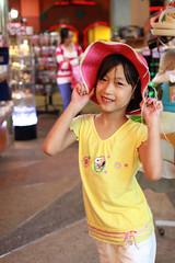 IMG_8786.jpg (小賴賴的相簿) Tags: family kids canon happy 50mm stm 台中 小孩 親子 陽光 chrild 福容飯店 5d2 老樹根 麗寶樂園 anlong77