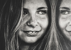 Partie adverse (Christine Lebrasseur) Tags: portrait people blackandwhite france reflection art girl smile canon child half fr gironde léane saintloubes allrightsreservedchristinelebrasseur