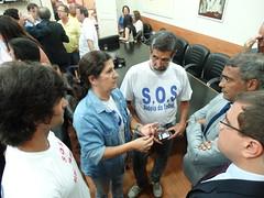 Romário conversa com representantes da Aldeia Imbuhy
