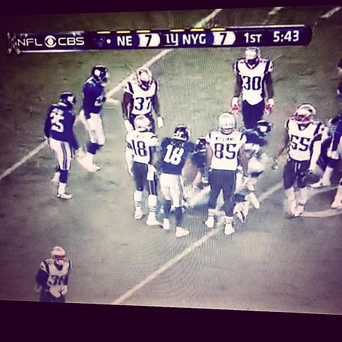 Yo me quedo viendo la #NFL, que hoy juegan los #patriots contra los #gigants de #newyork y ya mañana hablamos del mundo...  #diatrasdia