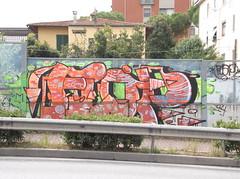 315 (en-ri) Tags: muro wall writing graffiti pisa arrow flop arancione