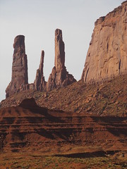 Monument Valley, Utah / Arizona, EEUU (Pablo F. J.) Tags: arizona usa utah nationalpark navajo sedimentary geomorphology parquenacional coloradoplateau naturallandscape monumentvalleynavajotribalpark siltstone semirido geomorfologa semidesierto paisajenatural sedimentario limolita espacionaturalprotegido naturalprotectedarea relievetabular
