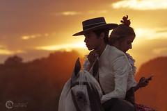 Wasapeando a caballo (L.Barrera) Tags: espaa contraluz caballo andaluca spain andalusia espagne elroco spagna andalousie tradicin roco virgendelroco romeradelroco caminodelroco leobarrera