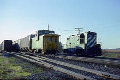 BN Caboose 11605 (Chuck Zeiler) Tags: bn caboose 11605 gp7 1588 railroad emd locomotive train chz