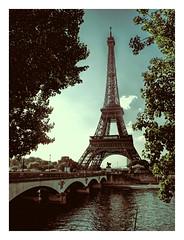 Paris. Another love. (sigi-sunshine) Tags: toureiffel eiffelturm turm tower paris france frankreich seine fluss brücke pont