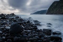 Fim do dia (miltonvieira12) Tags: mar pedra perspectiva paisagem landscape water clouds nuvens