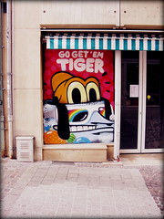 Go Get 'Em Tiger, Luxembourg City (Wagsy Wheeler) Tags: luxembourg luxembourgcity graffiti gogetemtiger dog street streetscene streetart art doorway