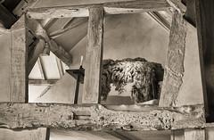 Stratford-upon-Avon: In Shakepeare's world (wwwuppertal) Tags: stratforduponavon warwickshire williamshakespeare shakespearesbirthplace geburtshaus greatbritain grosbritannien gb england uk unitedkingdom vereinigteskönigreich balken beam timber alkoven alcove wolle wool kerze candle fujifilmxpro1 fujinonxf35mmf2rwr fujifilmxsystem monochrome monochrom sw schwarzweis bw blackandwhite noiretblanc blancetnoir getont toned tonung toning 16thcentury 16jahrhundert kulturgeschichte theater theatre historyofculture