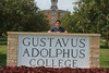IMG_0168.jpg (Gustavus Adolphus College) Tags: old family sign student day main move oldmain movein firstyear moveinday 201204 20150904