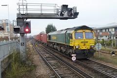 Freightliner diesel loco 66589 Basingstoke (jc_snapper) Tags: freightliner basingstoke class66 emd containertrain vlok diesellocomotive dieselloco locomotive train railway
