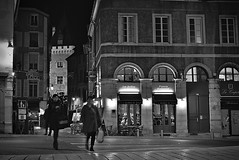 Crossing at night (Jacques Borruel) Tags: pau street people personnes noiretblanc candid urban rue nuit nocturne femmes women blackwhite