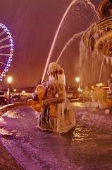 Paris Janvier 2017 - 20 une fontaine gelée Place de la Concorde (paspog) Tags: paris france 2017 janvier january januar placedelaconcorde fountain fontaine brunnen nuit night nacht fontainegelée frozenfountain