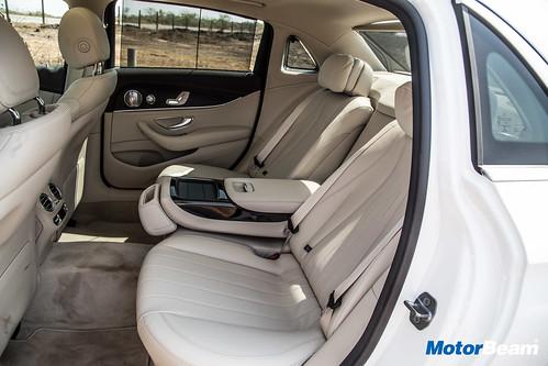 2017-Mercedes-E-Class-LWB-19