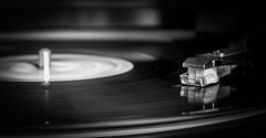 """Let the Music play..."" (Julien Fr) Tags: music white black canon eos diamond musique vinyle platine 600d diamants"