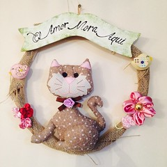 Guirlanda Gato (Pina & Ju) Tags: handmade flor artesanato passarinho guirlanda gato fuxico gatinho tecido enfeite