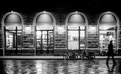 Caffe Rivoire, Firenze (e/rol) Tags: street italien bw italy reflection rain silhouette bar cafe chocolate rainy ita firenze toscana caffe pasticceria cioccolata rivoire saladathe