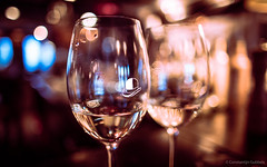 Chapeau (Gubbels Photography) Tags: glas gläser chapeau wein vino night life bar nacht leben constantijn cgp restaurant stpauli hamburg germany alster gold gubbels gubbelsphotography art künstler canon