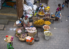 Benin, West Africa, Cotonou, dantokpa market aerial view (Eric Lafforgue) Tags: africa color vegetables shop horizontal retail outdoors store child market markets business westafrica benin groupofpeople selling cotonou stallholder colourimage dantokpa benin09793