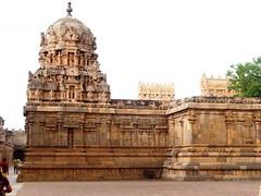 The Big Temple (9): Shrine dedicated to Goddess Brihannayagi (v s raam (on/off)) Tags: india tower architecture unescoworldheritagesite gigantic thanjavur lingam tamilnadu shikara sikhara chola tanjore bigtemple lordshiva vimanam shikhara sanctorum lordsiva rajarajachola vimana mahalingam periyakovil thanjai santum sikara brihadeeswarartemple tanjai rajarajacholai rajarajeswaram greatlivingcholatemples peruvudaiyarkovil consortofshiva garbhagriha rajarajeshwaratemple tanchai thanchai consortofsiva brihannayagi