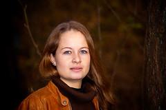 Carina (N.Naumburger) Tags: autumn rot girl beauty canon eos model outdoor flash herbst shooting blitz wald baum 6d nnp nno
