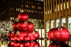 Giant Christmas Ornaments_New York City_#0056 (Hero32) Tags: bigapple camera fujifilm fujifilmxt1graphitesilveredition fujinonlensxf35mmf14r foggy fuji fujixt1 graphitesilver hero heroliao interchangeablecamerabody ny nyc newyorkcity photography us winter xt1 xtrans bridge brooklyn brooklynbridge eastriver fog morning river walk newyork