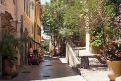 Rue pavée de Bormes-les-Mimosas, Var - France (Laetitia_Buscaylet) Tags: rue pavée bormeslesmimosas village var france été
