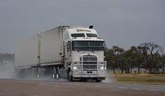Blenners (quarterdeck888) Tags: trucks transport semi class8 overtheroad lorry heavyhaulage cartage haulage bigrig jerilderietrucks jerilderietruckphotos nikon d7100 frosty flickr quarterdeck quarterdeckphotos roadtransport highwaytrucks australiantransport australiantrucks aussietrucks heavyvehicle express expressfreight logistics freightmanagement outbacktrucks truckies k200 wetroads blenners kenworth bdouble fte markets fridgevan