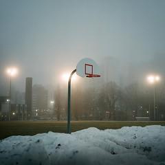 Foop (m.dahlke) Tags: rollei rolleicord tlr film fujicolorpro400h fujicolor square basketball hoop fog urban city park snow moody night toronto ontario canada