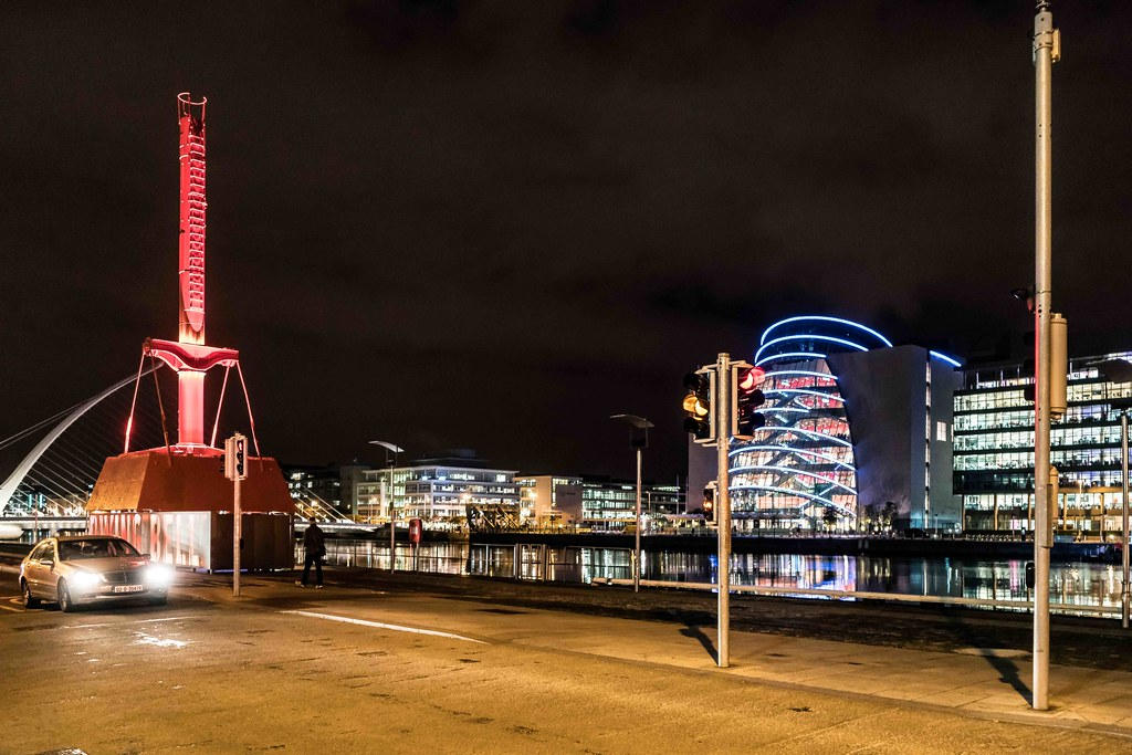 DUBLIN PORT DIVING BELL [AT NIGHT]-109120